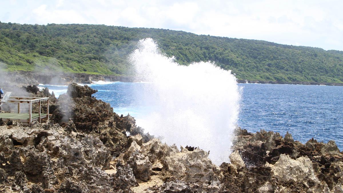 3015 Blowholes at Christmas Island DPI 3015 1